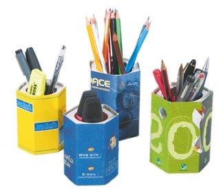 Pots à crayons avec crayons